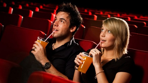 couple-movie-date