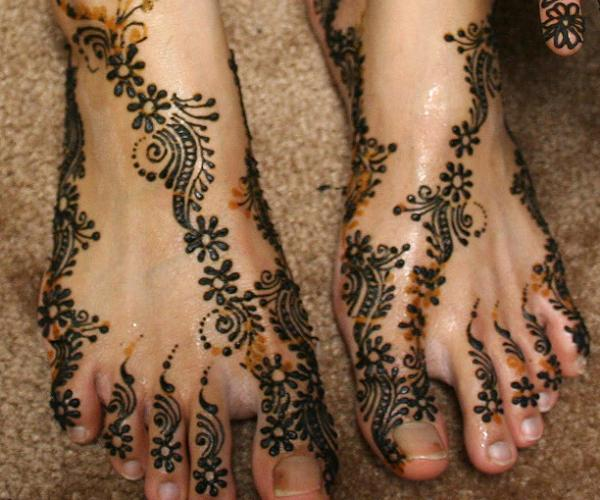 Pakistani-Mehndi-Designs-For-women-feet