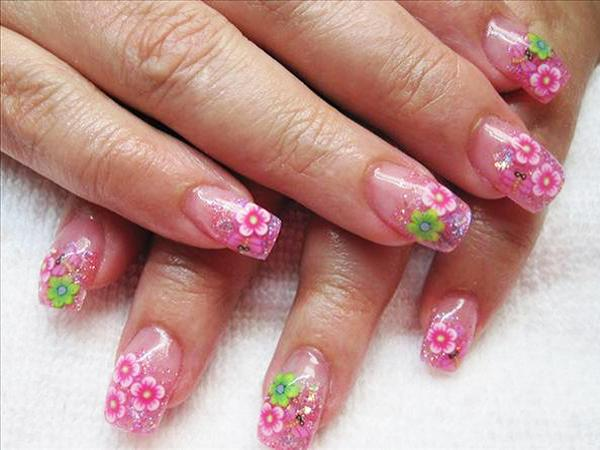 floral-pattern-nail-design