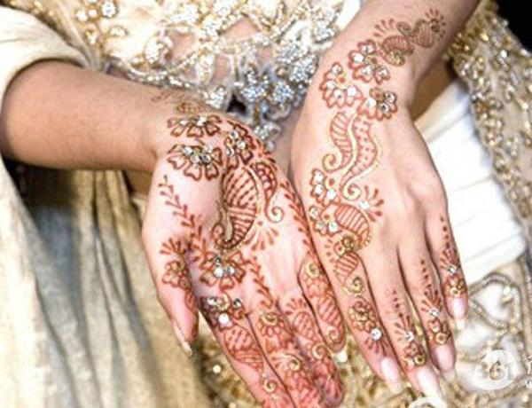 19 Stunning Pakistani Mehndi Designs for Hands and Feet ...