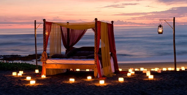 romantic-picnic-at-night
