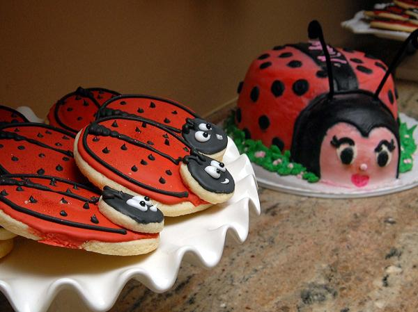 lady-bug-baby-shower-decorations