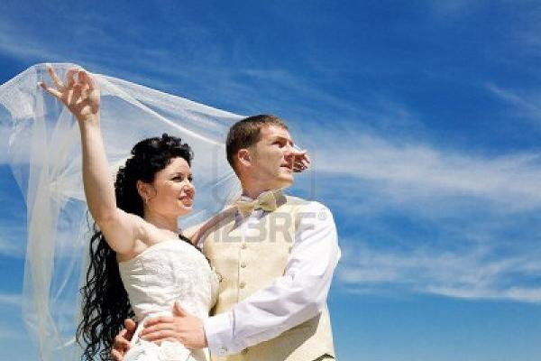 bride-and-groom-under-the-veil