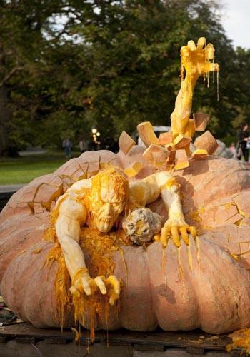 creepy-pumpkin-carving
