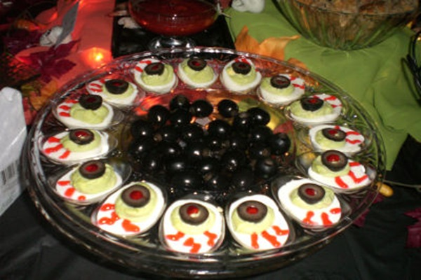 blood-shot-deviled-eggs-recipe-2