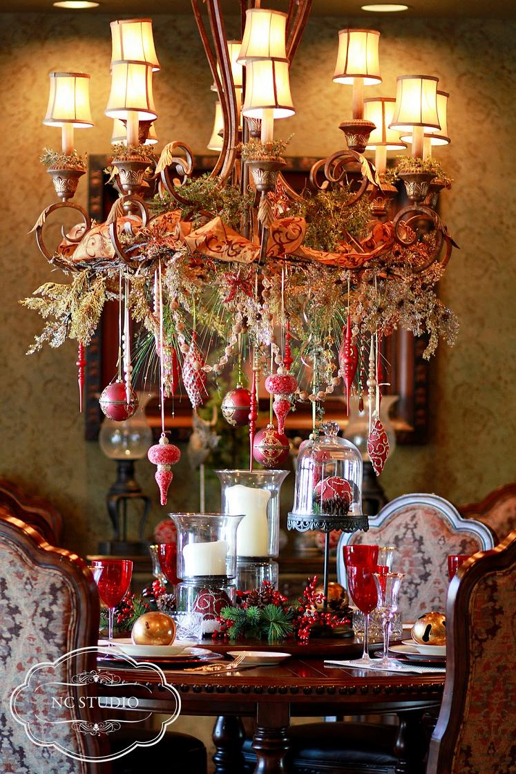 Elegant christmas table decorations for 2016 easyday for Ideas to decorate dining room table for christmas