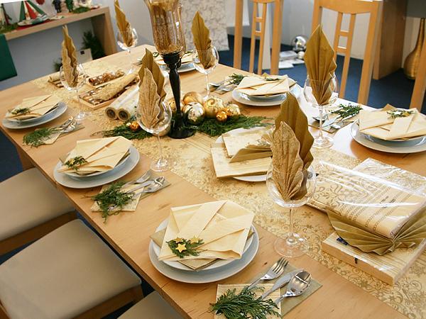 Beau Christmas Dinner Table Decorations