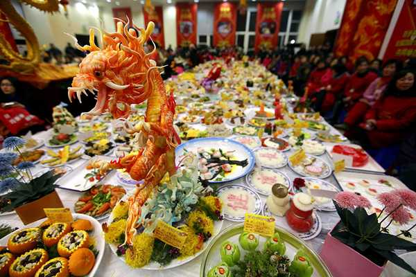 chinese-new-year-celebration-table-decorations-meals