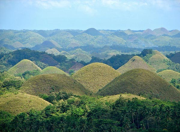 Chocolate Hills (Bohol) Photo: Wikipedia