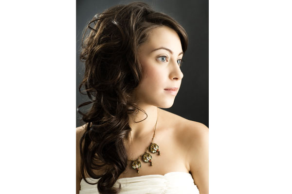 side clip hairstyle