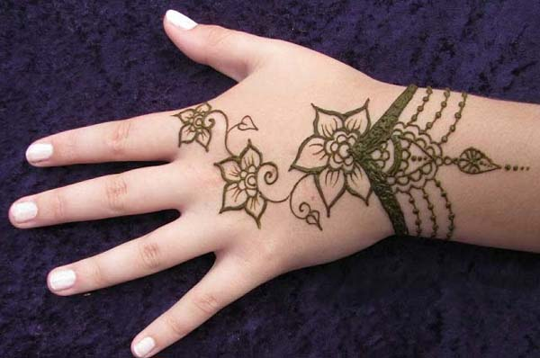 Easy-Mehndi-Design-for-Kids