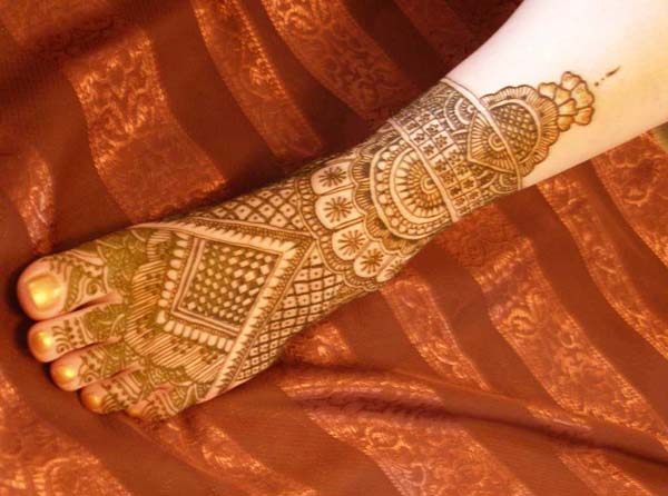 Mehndi Bridal Mehndi Design : Simple bridal mehndi designs for feet easyday