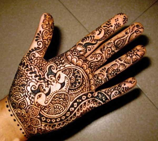 bridal-mendhi-peacock-designs