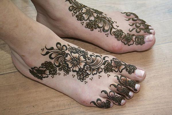 top 17 elegant but simple mehndi designs easyday. Black Bedroom Furniture Sets. Home Design Ideas