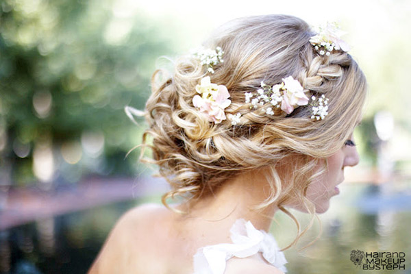 21 beautiful beach wedding hairstyles easyday source junglespirit Image collections