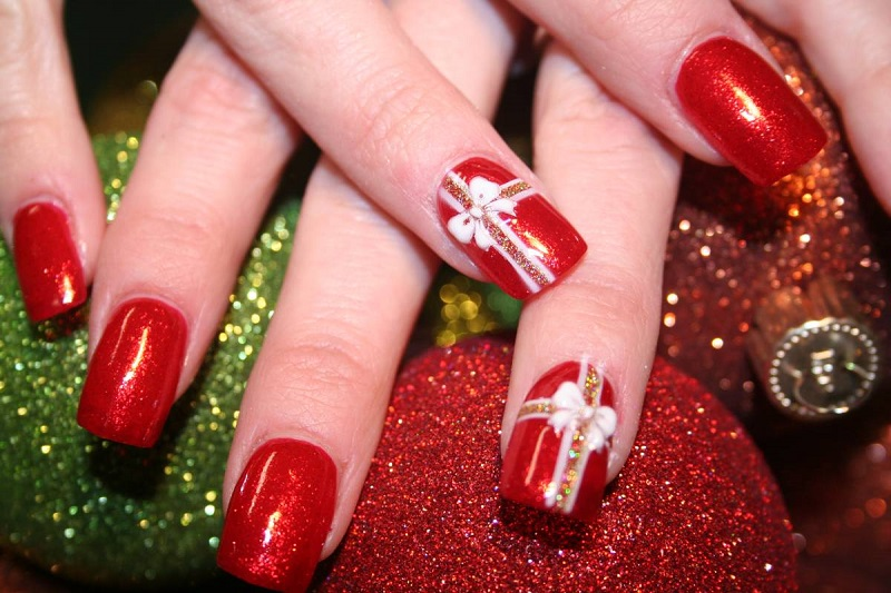 Beautiful-christmas-nail-design