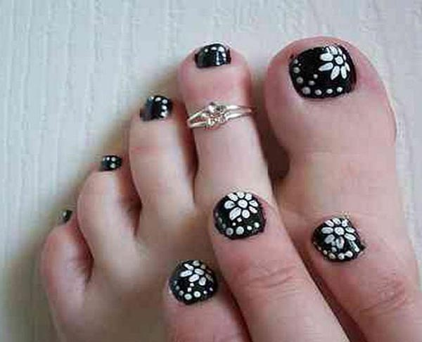 Black-and-White-Toe-Nail-Designs
