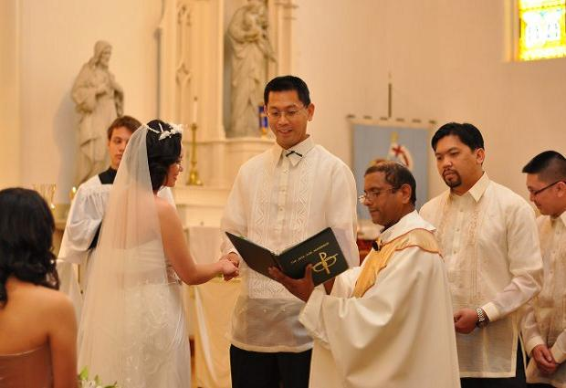 Filipino wedding traditions easyday filipino catholic wedding traditions junglespirit Image collections