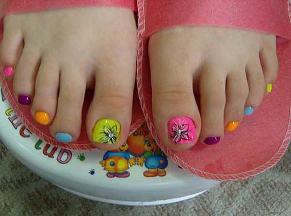 funky-toe-nail-designs