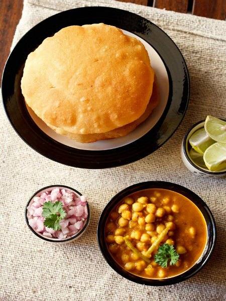 vegrecipesofindia.com/chole-bhature/