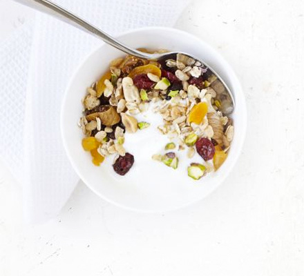 Crunchy fruit & nut cereal