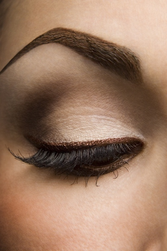 Simple Eye Makeup Tips For You - Easyday