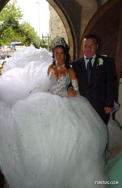 hilarious_wedding_dresses_11