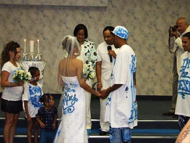hilarious_wedding_dresses_14