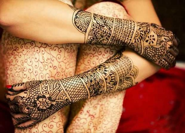 unique-hands-and-feet-mehndi