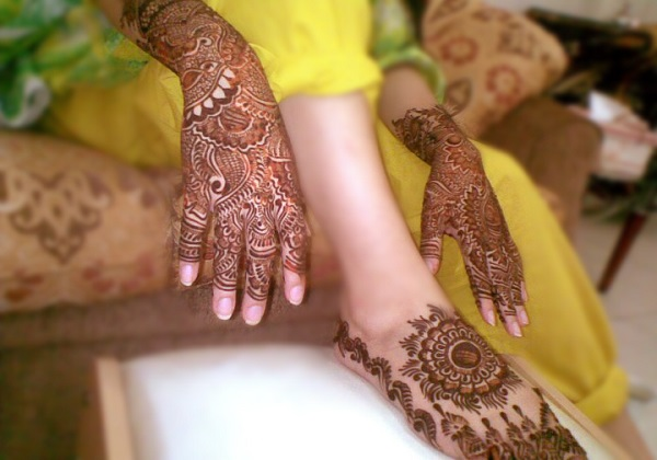 unique-mehndi-hands-and-feet