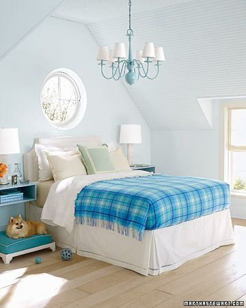 light blue bedroom decorating idea