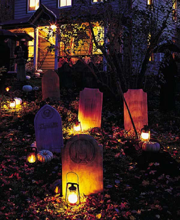 scary halloween decorations easyday. Black Bedroom Furniture Sets. Home Design Ideas