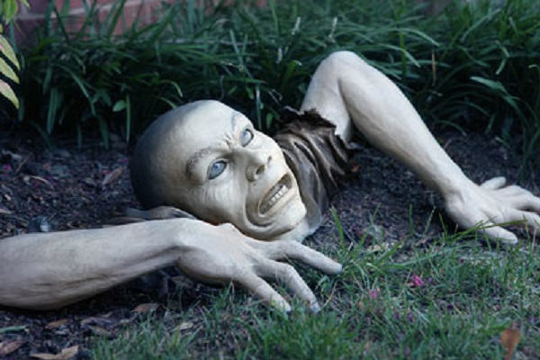 garden zombie image source - Terrifying Halloween Decorations
