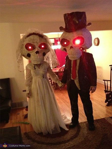 couples halloween costume ideas easyday. Black Bedroom Furniture Sets. Home Design Ideas