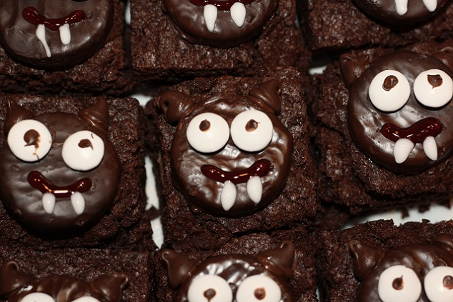 Bat Brownies - sundaysweets.blogspot.in