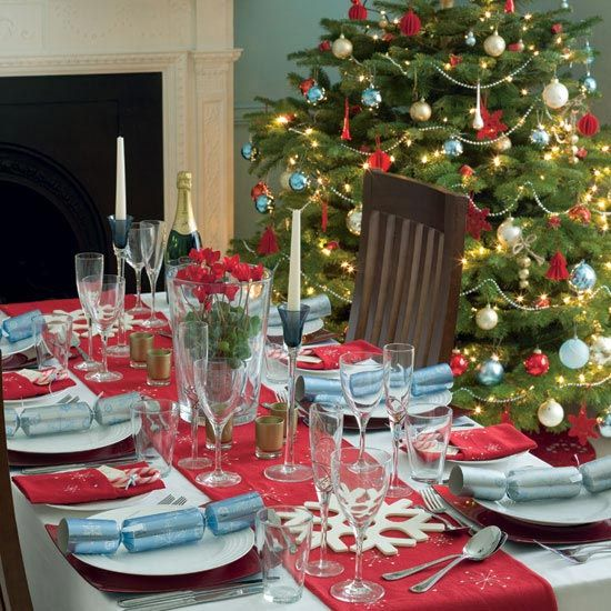 christmas-tree-decorations-table