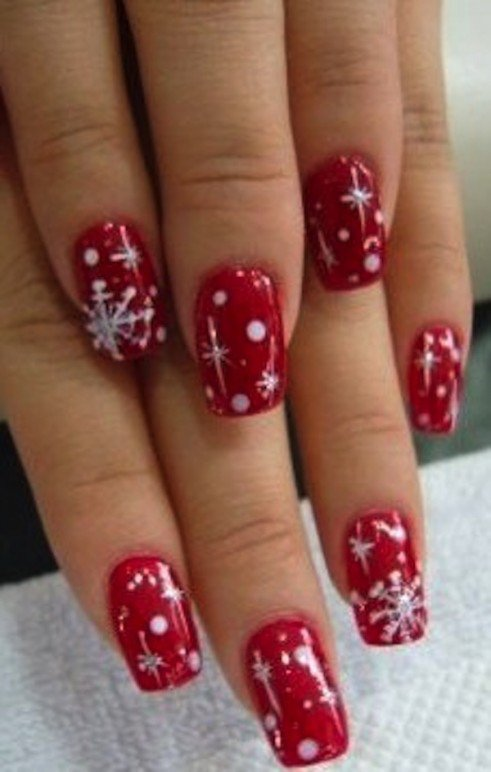 Kim-Kardashian-Christmas-Festive-Nail-Art-0381-491×772