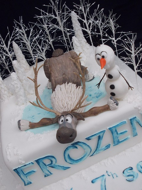 Olaf and Seven Frozen Birthday Cake