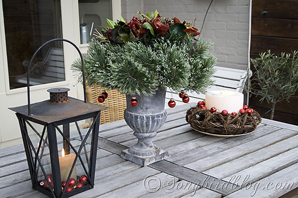 25 top outdoor christmas decorations on pinterest easyday for Patio table centerpiece ideas