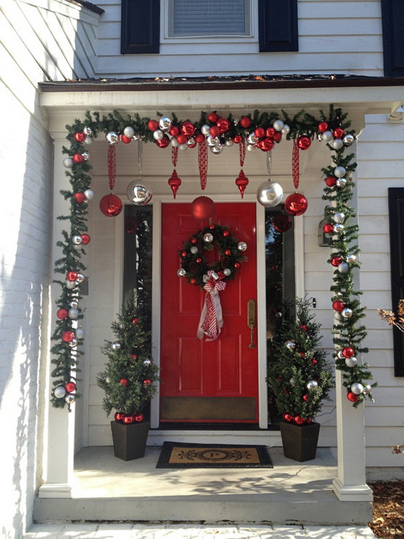 Stunning Christmas Front Door Décor Ideas Familyholiday 09