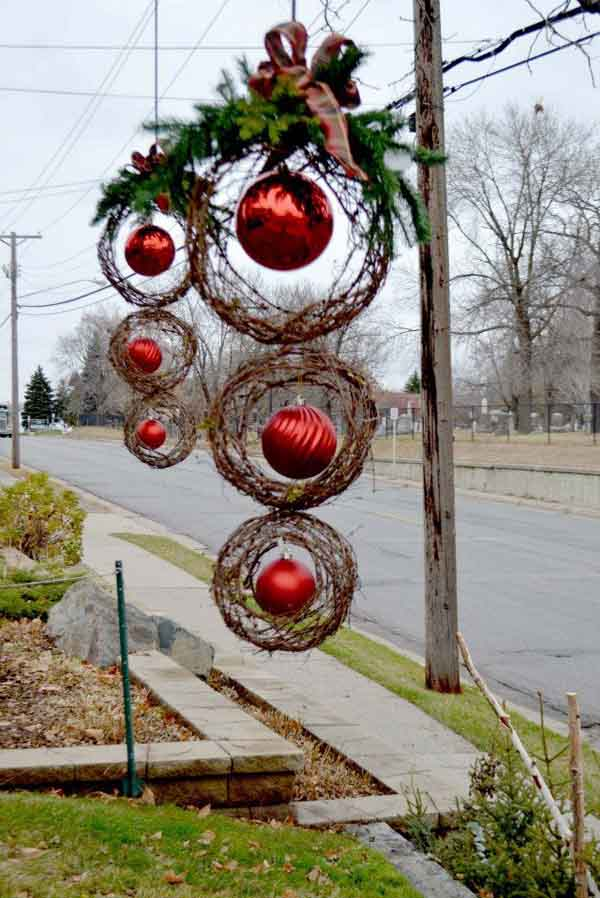 25 top outdoor christmas decorations on pinterest easyday for Holiday lawn decorations