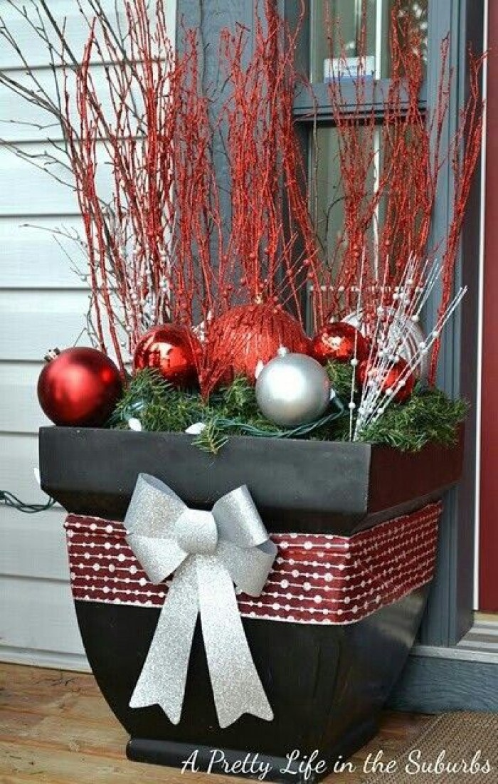 25 top outdoor christmas decorations on pinterest easyday for Hanging christmas decorations