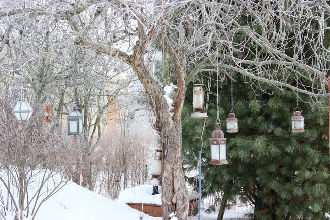 garden-decorations-winter-christmas-lanterns-tree