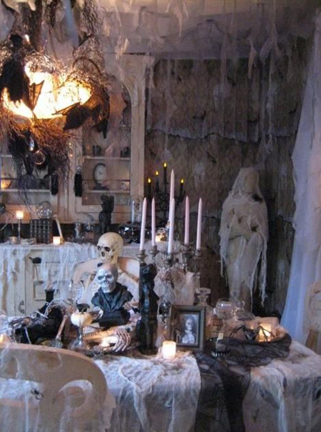 Most pinteresting halloween decorations to pin on your for Scary halloween home decorations