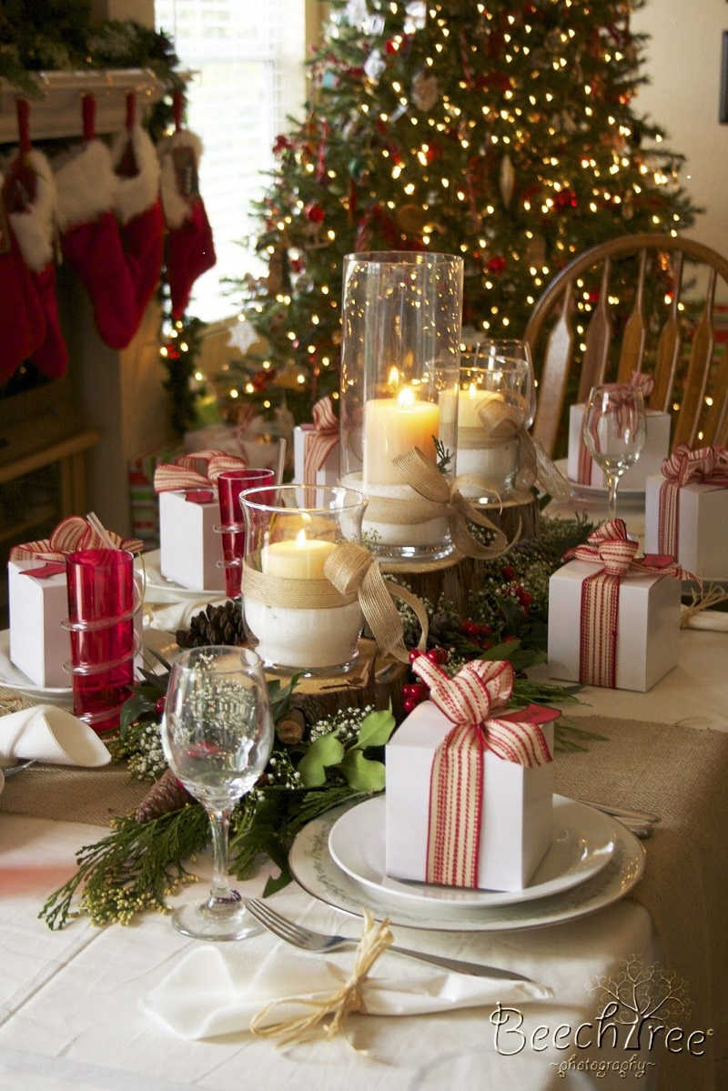 Chirstmas-Table-Decor-with-Christmas-gifts