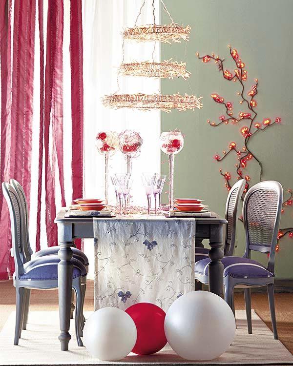Christmas-table-with-wall-lights