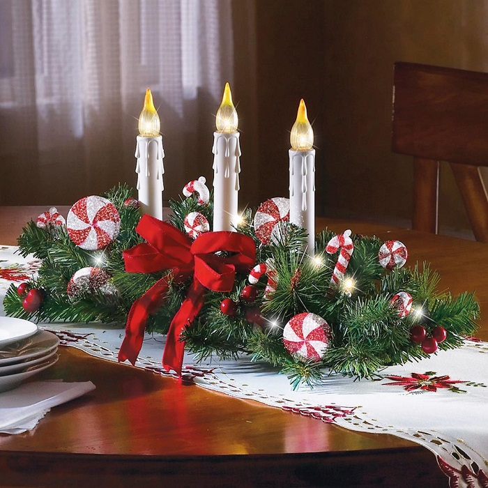 Red-green-Chrismas-Deco-with-white-Candle
