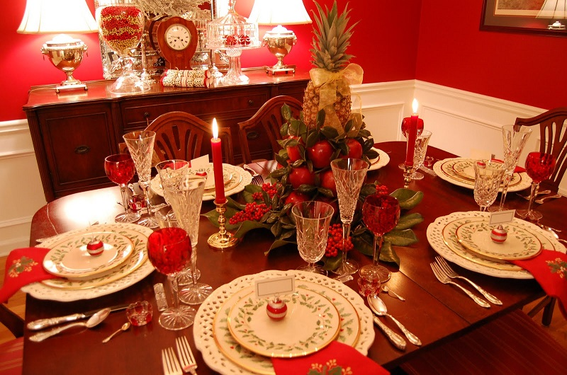 featured-red-christmas-party-table-decor