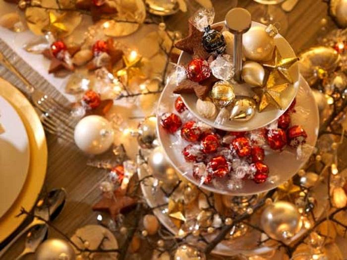 golden-christmas-table-centerpiece