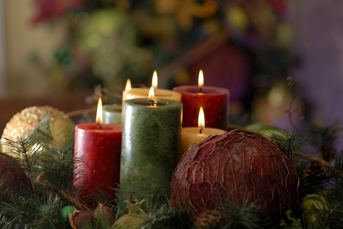 red-and-green-Christmas-Candles